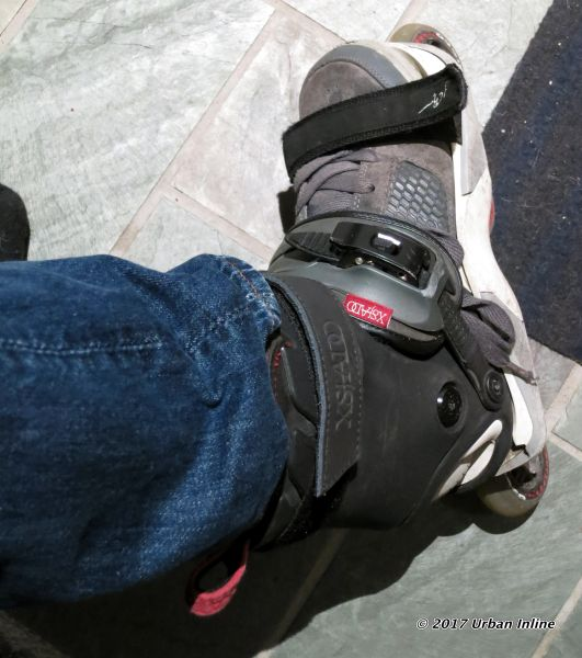 Snowboard boot-like binding